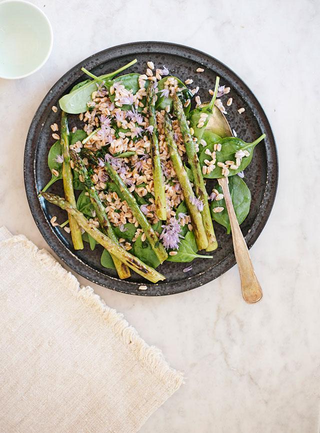 aspargessalat med spinat