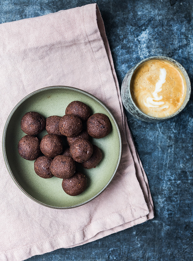 Almond-pulp-brownie-balls
